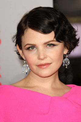 Ginnifer Goodwin Short Wavy Bob Hairstyle