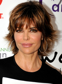 Lisa Rinna Short Wavy Hairstyle