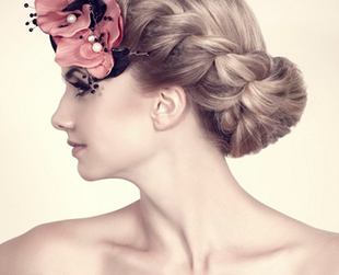 Hair accessories are a must during summer, when your locks need a little control under the powerful sun. See which are the hair accessories trends for summer 2013!