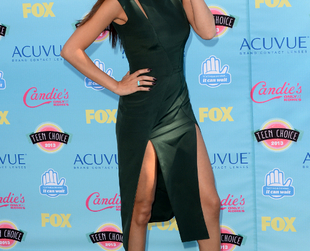 Have a glimpse of the best dressed stars at this edition of the Teen Choice Awards 2013.