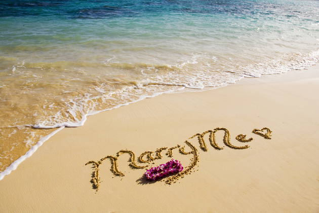 Creatibe Beach Marriage Proposal