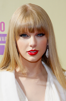 Taylor Swwift Beige Blonde Hair Color