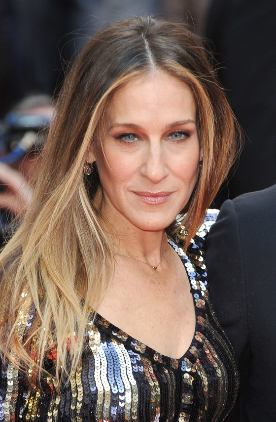 pictures best haircuts for long faces sarah jessica parker long face shape and layered hairstyle. Black Bedroom Furniture Sets. Home Design Ideas