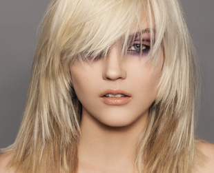 Fine hair is not easy to care for. If you're still searching for the right haircut, give a shot to some of the best hairstyles for fine thin hair with bangs!