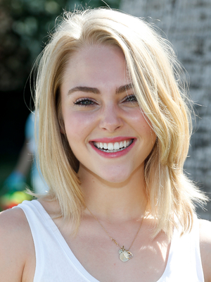 Annasophia Robb Medium Layered Haircut
