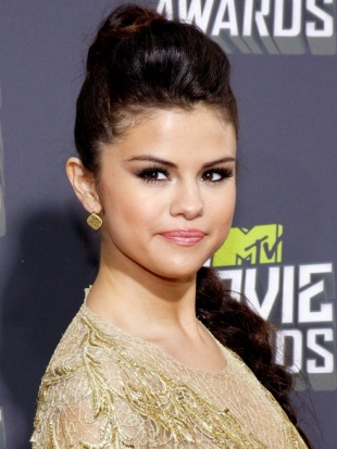 Selena Gomez Hairstyle MTV Movie Awards 2013