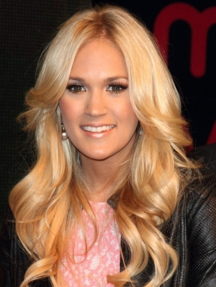 Carrie Underwood Long Thick Layered Hairstyle