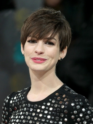 Anne Hathaway 2013 BAFTA Awards Hairstyles