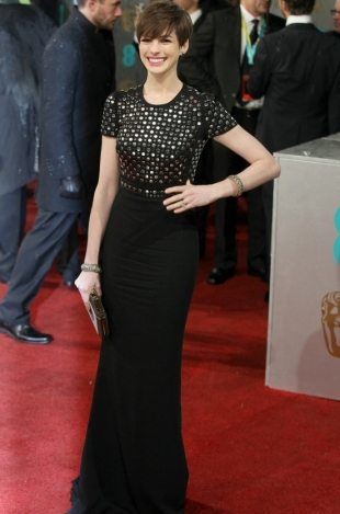 2013 BAFTA Awards Dresses: Anne Hathaway