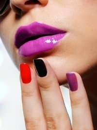 Matching Lipstick and Nail Polish: How To