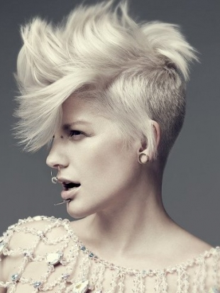 Alternative Hairstyles Undercut Long on Top
