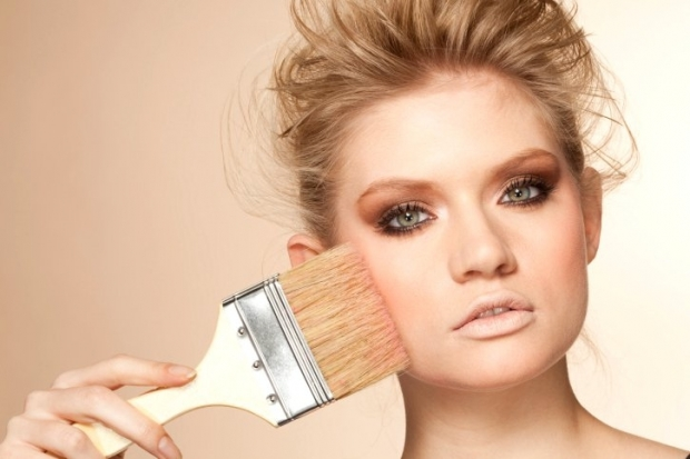 Worst Makeup Habits and How to Break Them