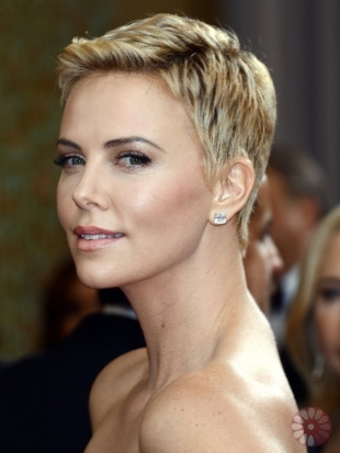 Charize Theron Oscars Hairstyles 2013: Short Crops