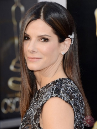 Sandra Bullock Oscars Hairstyles 2013: Sleek and Straight