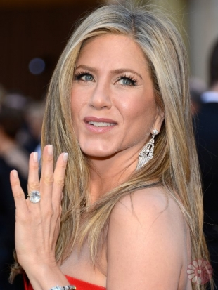 Jennifer Aniston Oscars Hairstyles 2013: Sleek and Straight