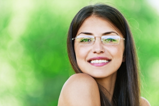 Makeup Tips for Eyeglass Wearers