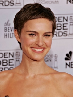 Natalie Portman Hairstyle at the Golden Globe Awards 2006