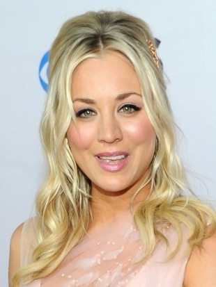 Kaley Cuoco Hairstyle at 2013 Peoples Choice Awards