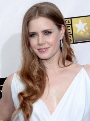Amy Adams Hairstyle at 2023 Critics Choice Awards