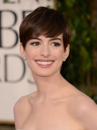 Anne Hathaway Hairstyle at the 2013 Golden Globes