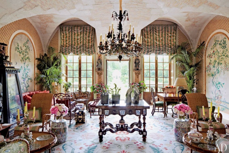 Inside designer valentino garavani 39 s french chateau for French couture houses