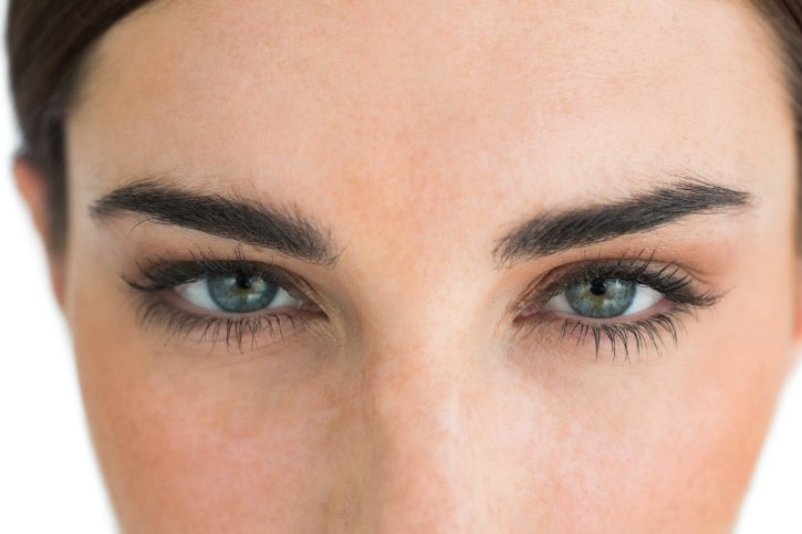 How to Tame Unruly Eyebrows 