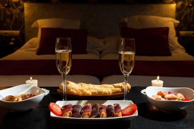 How to Set Up a Romantic Dinner for Valentine