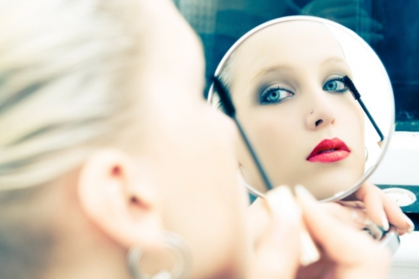 How to Choose the Right Makeup Mirror
