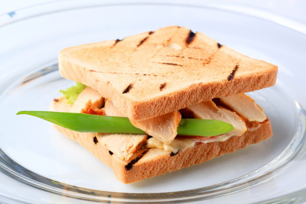 Grilled Chicken Cheddar And Chutney Sandwich
