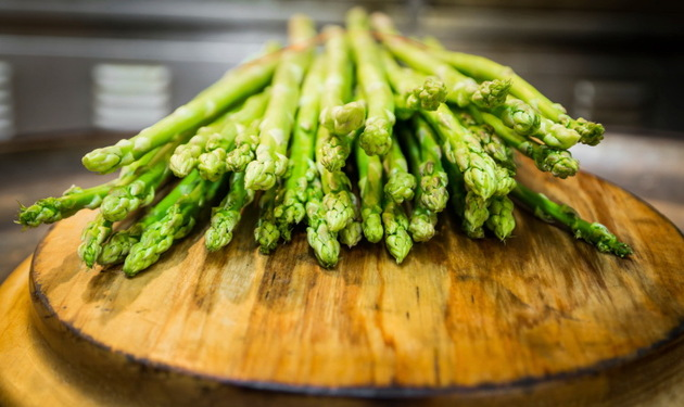 Fresh Asparagus With Negative Calories
