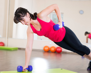Does one of your New Year's resolutions imply rocking a beautiful toned body? In this case, why not start earlier with these effective weight training workouts for women?