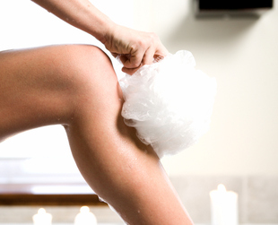 Every year that passes makes your skin lose its elasticity and wrinkled knees might be one of its results. There are, however, great ways that can help you get rid of this condition.