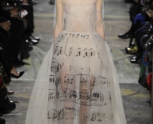 Take a glimpse at the inspiring haute-couture creations from the new Valentino spring 2014 collection.