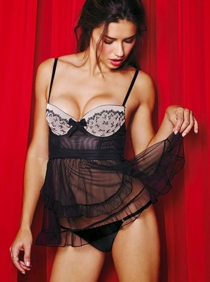 Victorias Secret Valentines Day 2014 Lingerie Look  (13)