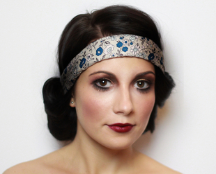 Be a 20s beauty this Halloween and nail the twenties hair and makeup look with this 20s makeup tutorial!