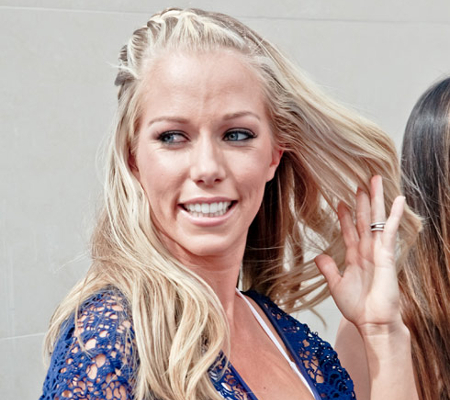 Kendra Wilkinson Afraid Of Flying