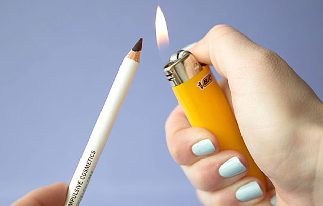 Warming eyeliner with lighter