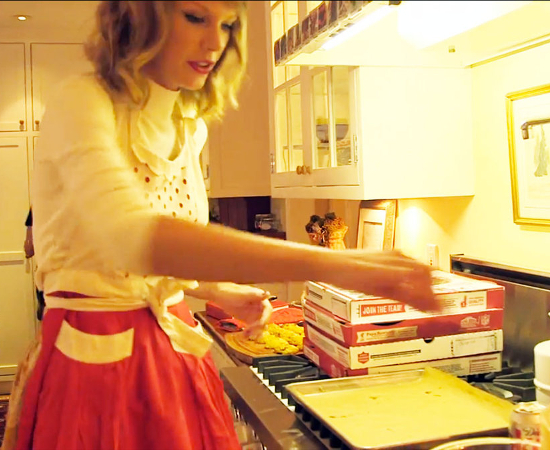 Taylor Swift Loves Baking