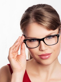 How to Correct Makeup Mistakes When Wearing Eyeglasses