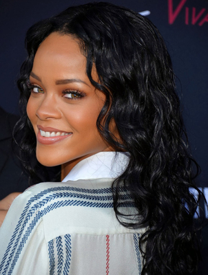 Neutral Makeup For Green Eyes Rihanna