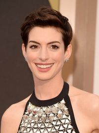 Anne Hathaway Oscars Hairstyle 2014