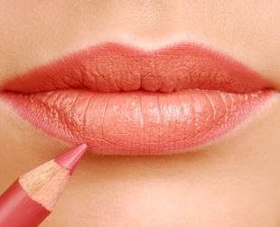 When you're struggling with fading lipstick color throughout the day, you need to start using a few excellent tips on making your lip color stay put for longer.