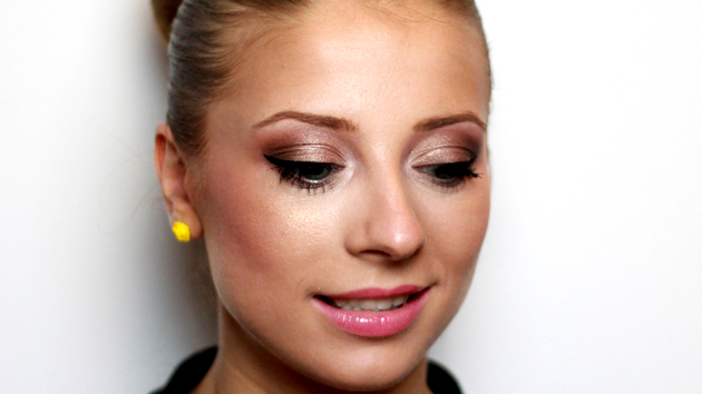 Romantic Makeup for Blue Eyes and Blonde Hair