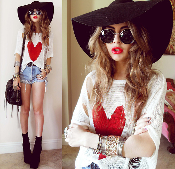Floppy Hat Outfit With Shorts