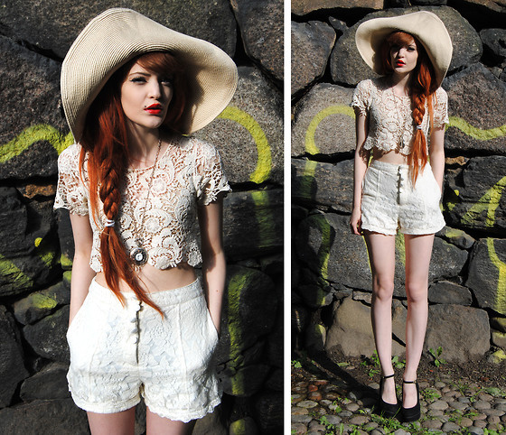 Wide Brim Hat Retro Outfit
