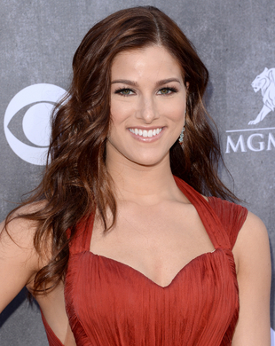 Cassadee Pope Acm Awards 2014 Hair And Makeup