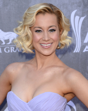 Kellie Pickler Acm Awards 2014 Hair And Makeup