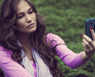 In theory there's no wrong way to take a selfie, however, if you feel that your skills in the area could use a few improvements, try these easy tips to look great in selfies.