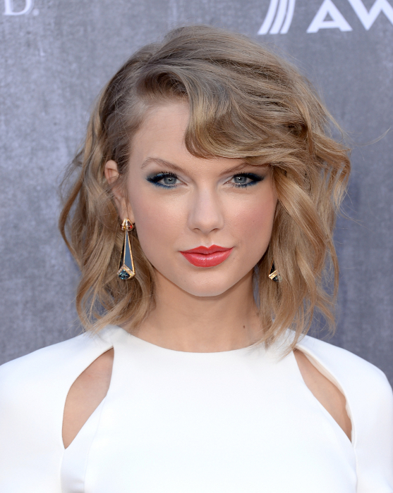 Taylor Swift Haircuts - 30 Taylor Swift's Signature ...