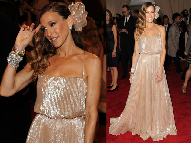 Sarah Jessica Parker In Halston Heritage Dress